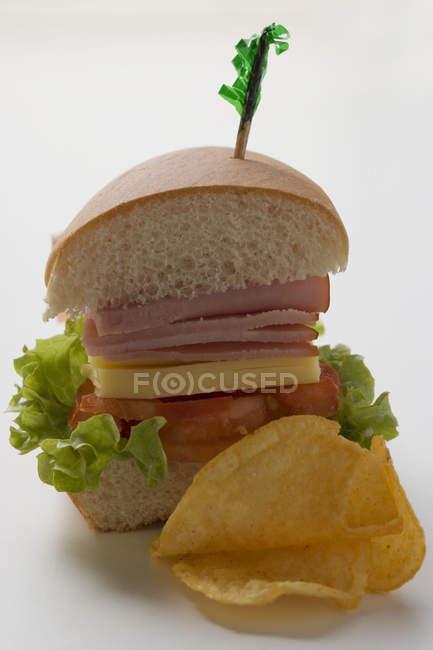 Un demi-sandwich — Photo de stock