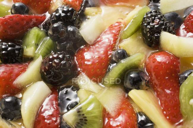 Fruit gateau with strawberries — Stock Photo