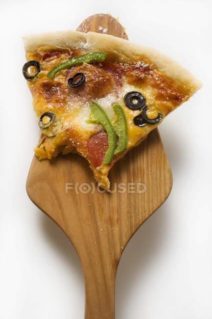 Pezzo di pizza con formaggio — Foto stock