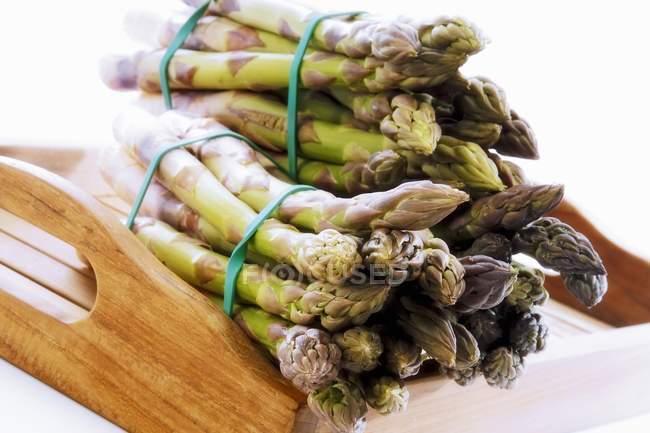 Fasci di asparagi verdi — Foto stock