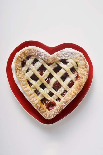 Coração em forma de torta de cereja — Fotografia de Stock