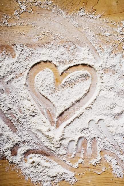Серце намальованим борошна — стокове фото
