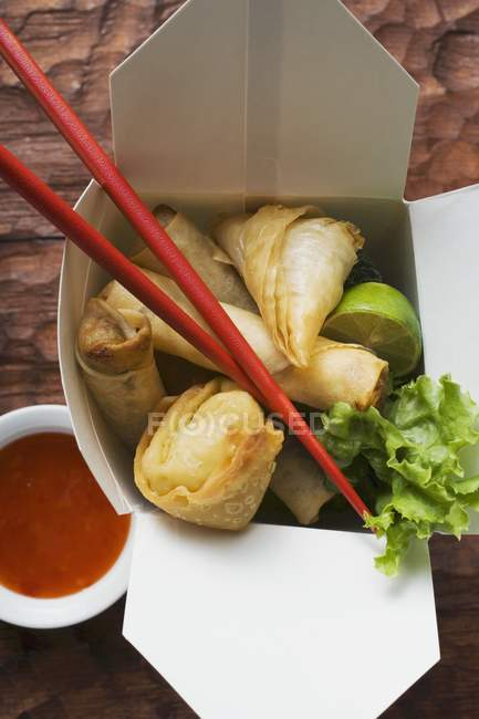 Deep fried wontons and spring rolls — Stock Photo