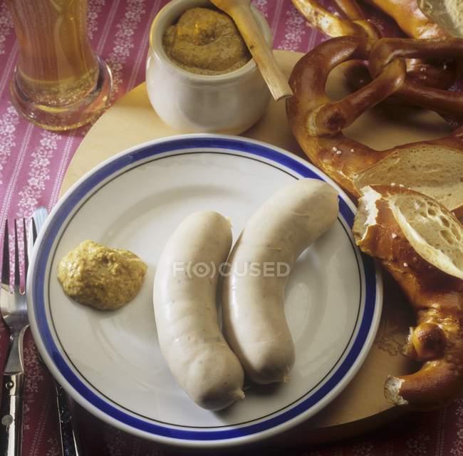 Ковбаси варені weisswurst — стокове фото