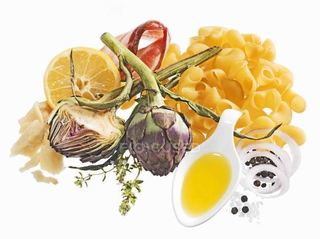 Ingredients for pasta and artichoke dish — Stock Photo