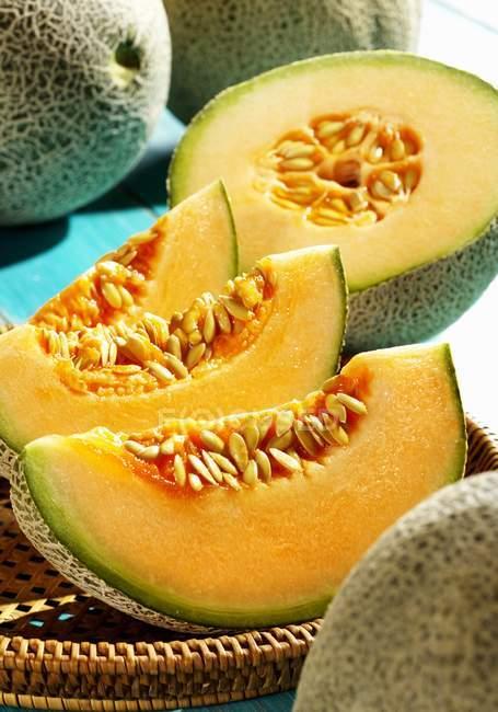 Fatias de melão cantalupo — Fotografia de Stock
