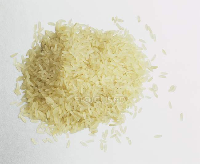 Brown rice spilled — Stock Photo