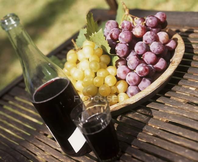 Uva e succo di uva rossa — Foto stock