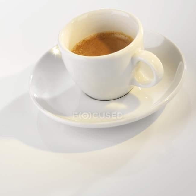 Copa de café espresso caliente - foto de stock