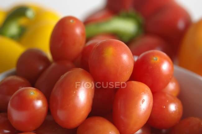 Tomates rojos maduros frescos - foto de stock