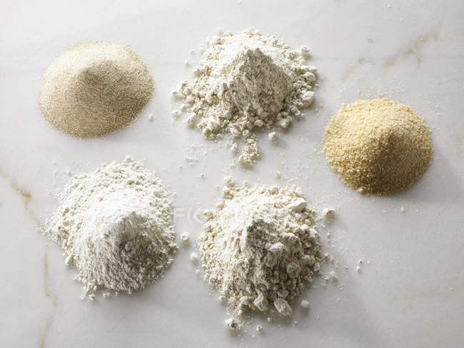 Different types of organic flour — Stock Photo