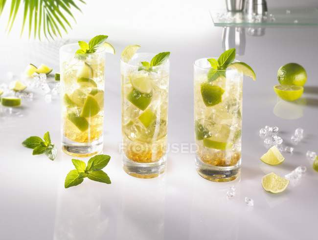 Caipirinha cocktails in glasses — Stock Photo