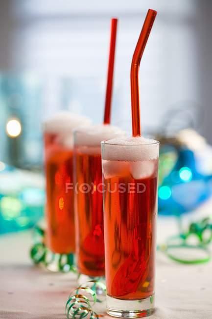 Шампанское с клубничным сиропом — стоковое фото