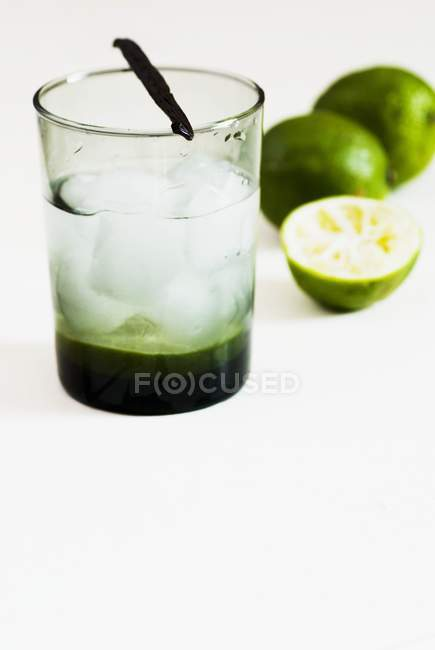 Mineral water with limes — Stock Photo