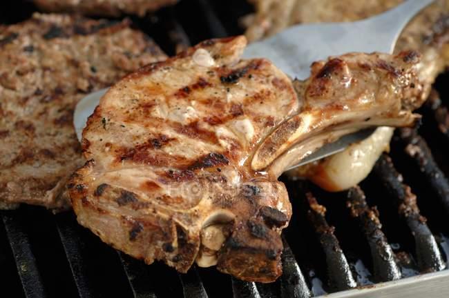 Жареная свиная отбивная — стоковое фото