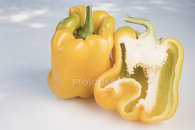 Poivrons mûrs jaunes — Photo de stock