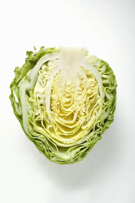 Наполовину белокочанной капусты — стоковое фото