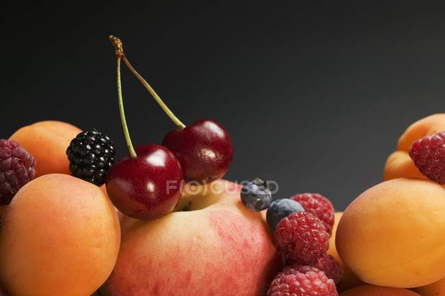 Fresh apricots and berries — Stock Photo