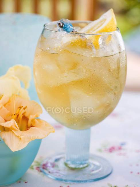 Closeup view of fruity pineapple drink with ice cubes and lemon — Stock Photo