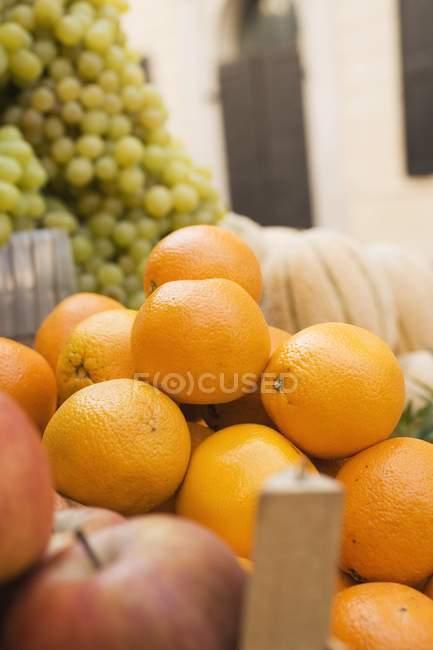 Свежие спелые плоды — стоковое фото