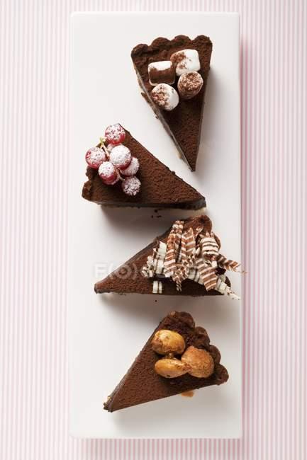 Pezzi di torta al cioccolato — Foto stock