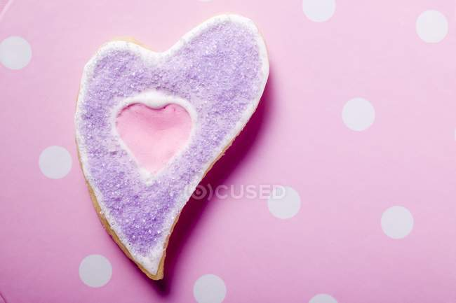 Heart-shaped biscuit — Stock Photo