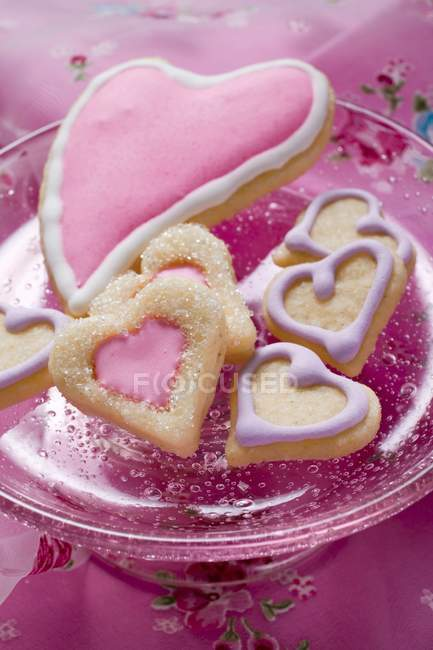 Heart-shaped biscuits in glass bowl — Stock Photo