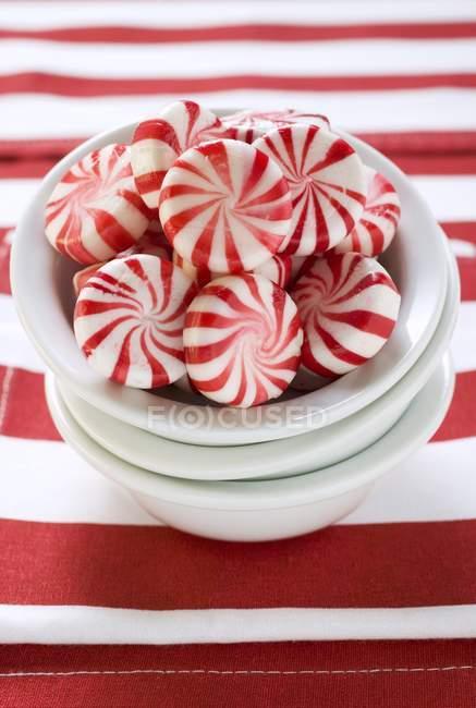 Червоно-білий смугастий peppermints — стокове фото