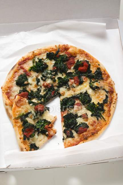 Spinach, tomato and pizza — Stock Photo