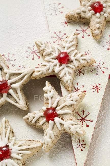 Cinnamon stars with cherries — Stock Photo