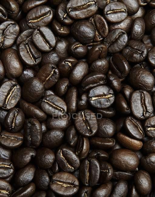 Смажених кавових зерен — стокове фото