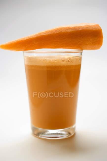 Bicchiere di succo di carota — Foto stock