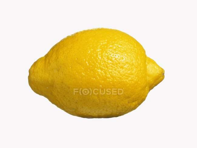 Limón fresco aislado - foto de stock