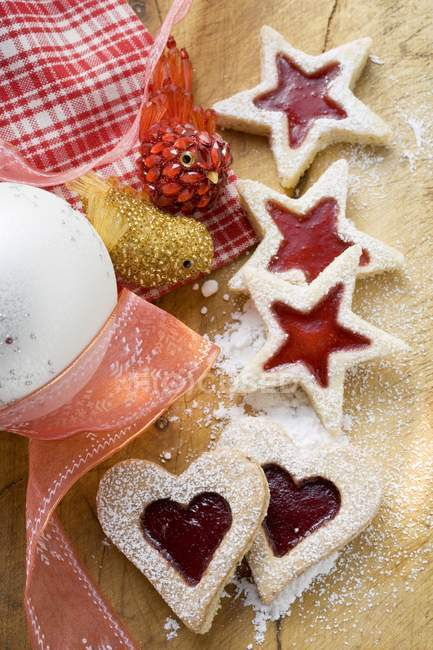 Heart- and star-shaped biscuits — Stock Photo