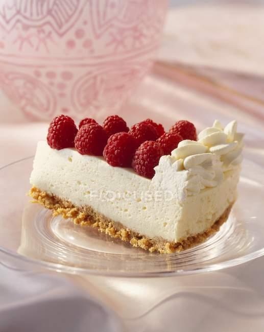 Pezzo di cheesecake lamponi — Foto stock