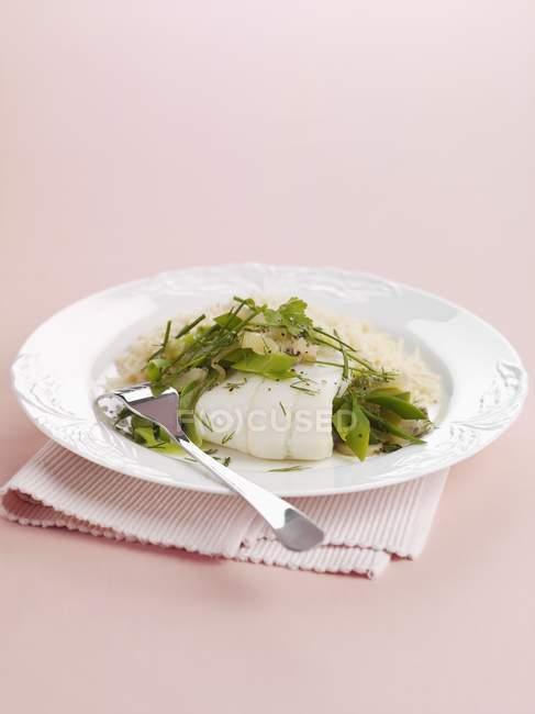 Filete de lenguado con puerros y arroz - foto de stock