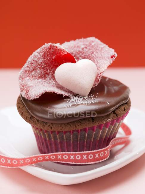 Cupcake decorated for Valentines Day — Stock Photo