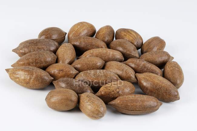Interi pecan in guscio — Foto stock