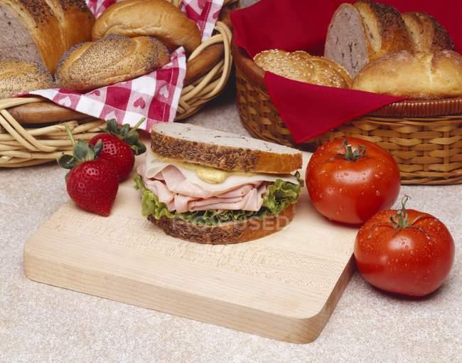 Гірчиця на Хліб житній — стокове фото