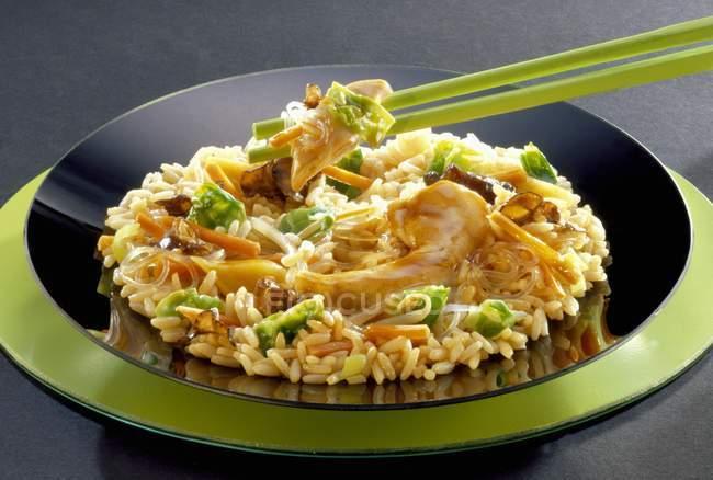 Курица и рис блюдо — стоковое фото