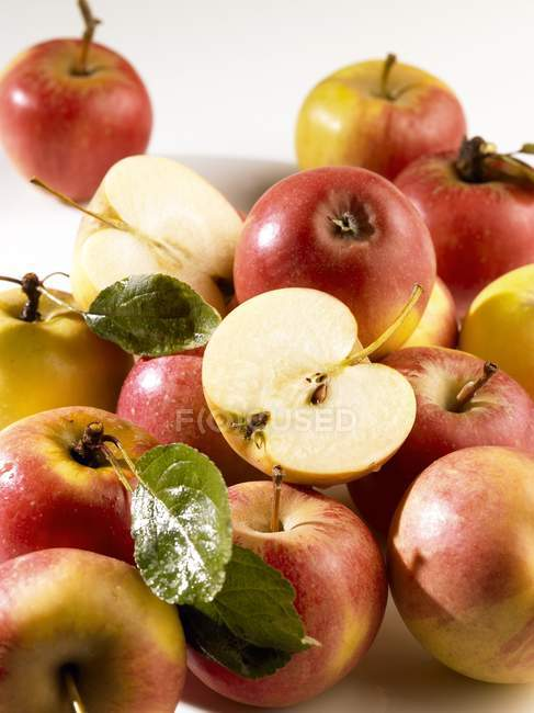 Heap of fresh red apples — Stock Photo