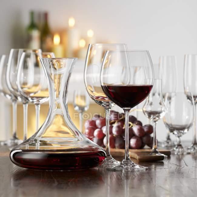 Натюрморт с красным вином — стоковое фото