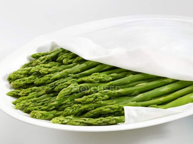 Зеленый приготовленная спаржа — стоковое фото