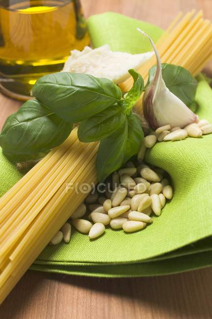 Spaghetti and pesto ingredients — Stock Photo