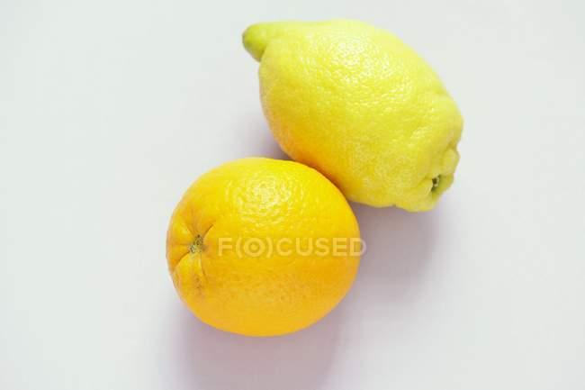Zitrone und orange — Stockfoto