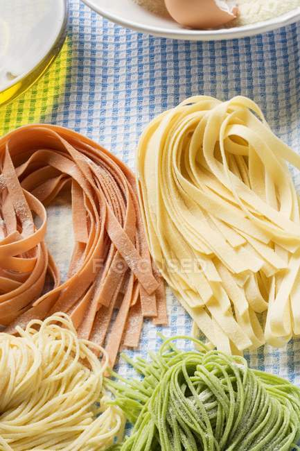 Various types of homemade pasta — Stock Photo