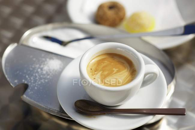 Closeup view of Espresso on a sugar tin and Italian biscuits — Stock Photo