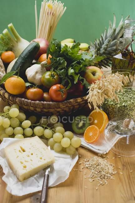 Produtos hortícolas e alimentos frescos — Fotografia de Stock
