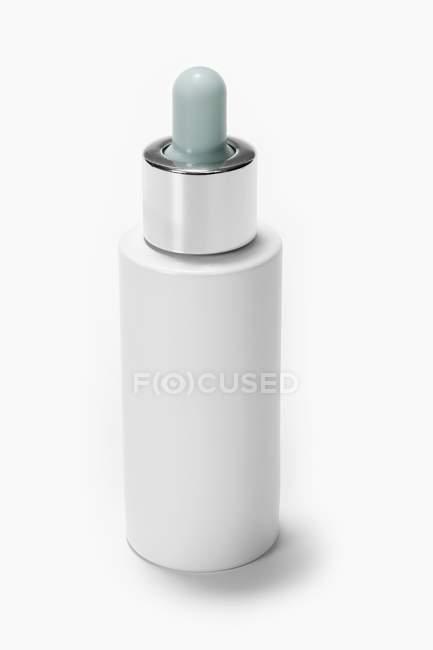Nahaufnahme einer Tropfflasche für Kosmetika — Stockfoto