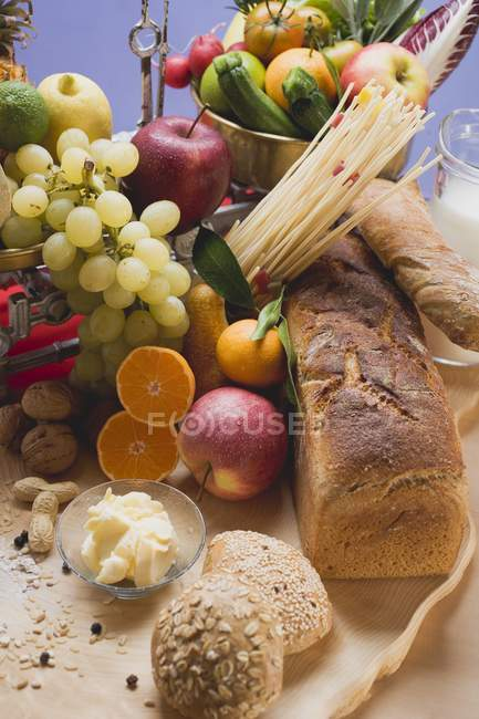 Frisches Gemüse und Brot — Stockfoto